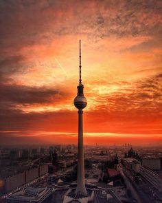 Berlin: 33 beautiful pictures of the capital - - Calculating Infinity Berlin Today, Berlin Germany, London Street Photography, City Photography, Pretty Sky, Istanbul, Urban City, Architecture Old, Adventure Is Out There