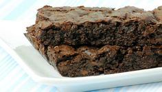 Here they are—the ultimate fudgy vegan brownies, contributed by Ricki Heller from Sweet Freedom. Brownies Caramel, Fudgy Vegan Brownies, Fudge Brownies, Vegan Desserts, Just Desserts, Dessert Recipes, Vegan Recipes, Vegan Sweets, Free Recipes