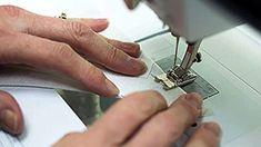 Toto by si mal prečítať každý, kto sa chystá šiť rúška: Najlepšia rada krajčírky, ako nastaviť šijací stroj – uložte si to! Diy And Crafts, Sewing, Creative, Dressmaking, Couture, Stitching, Sew, Costura, Needlework