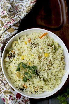 Recipe to make Bengali Mishti Pulao with mixed vegetables. An easy to make rice dish that is aromatic and delicious. Vegetarian Rice Recipes, Vegetable Recipes, North Indian Recipes, Indian Food Recipes, Fried Rice Recipe Indian, Lunches And Dinners, Meals, Bangladeshi Food, Bistro Food