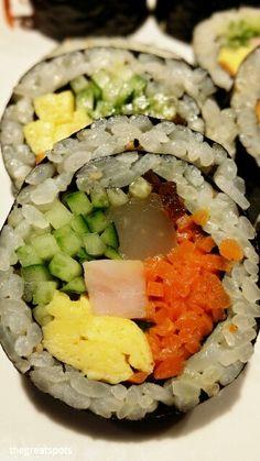 김밥[gimbab] 자~ 오늘은 맛있는 김밥을 먹어보아요 ♡ My favorite Korean snack, Gimbab !!! I had this for my dinner. so delicious  Let's eat  야채김밥[yachae gimbab], vegetable gimbab together.   #김밥 #gimbab #Koreafood