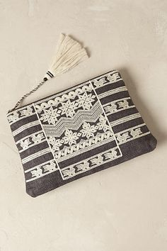 ☆ http://www.anthropologie.com/uk/en/product/accessories-bags/7154344291215.jsp?color=004#/iola ☆ https://es.pinterest.com/iolandapujol/pins/ Fabric Bags, My Bags, Purses And Bags, Leila, Boho Bags, Beaded Bags, Purse Styles, Sewing Accessories, Clutch Bag