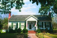 Ivy Green in Muscle Shoals, AL - http://www.scenictrace.com/.             Helen Keller birthplace & childhood home.