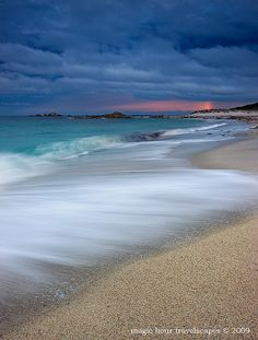 ✯ A moment of magic at a remote beach on Tasmania's Bay of Fires