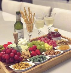 Good morning Sunday with this beautiful serving board! Charcuterie Recipes, Charcuterie And Cheese Board, Cheese Boards, Wine And Cheese Party, Wine Tasting Party, Party Food Platters, Cheese Platters, Party Snacks, Food Presentation