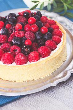 Recette tarte chocolat blanc fruits rouges et chantilly: pâte sablée à la poudre d'amande, fond chocolat blanc gelée de framboises, chantilly au mascarpone