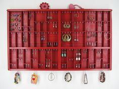 Personalized Jewelery Displays. €145,00, via Etsy.