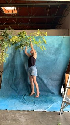 How To: Hanging Flower Installation - Time lapse of Fox & Brindle's installation for bridal photo shoot - Hanging Flowers Wedding, Flower Decorations, Wedding Decorations, Diy Photo Booth Backdrop, Flower Installation, Video Installation, Deco Studio, Deco Floral, Shooting Photo