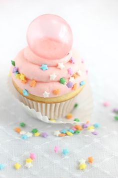 Bubble Gum Frosting Cupcakes with Gelatin Bubbles | Sprinkle Bakes