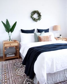 50 Modern Farmhouse Bedroom Decor Ideas Makes You Dream Beautiful In 2019 – - Home Decoraiton White Interior Design, Apartment Interior Design, Modern Interior, Scandinavian Interior, Interior Ideas, Luxury Interior, Interior Paint, White House Interior, Flat Interior