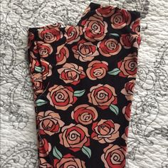 RARE- LulaRoe OS ROSE leggings Yoga band. Worn once. LuLaRoe Pants Leggings