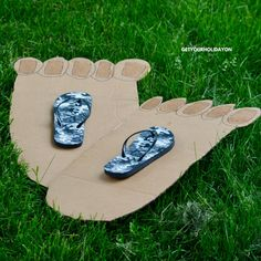 The hilarious Bigfoot game is here! You are going to want to strike that pose with these toes! Even the Sasquatch himself would be ready to take off in these two left-footed feet, lol. Kids or adults will be tickled by this exciting and fun game!