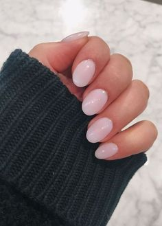 Nails round The perfect nude ❤️ Round nude nails - light pink, acrylic, natural nails. The perfect nude ❤️ Round nude nails - light pink, acrylic, natural nails. Short Rounded Acrylic Nails, Short Oval Nails, Light Pink Acrylic Nails, Oval Acrylic Nails, Light Colored Nails, Natural Acrylic Nails, Light Nails, Acrylic Nail Designs, Rounded Nails