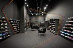 b7f6a6aa8 As linhas coloridas da loja Run Colors idealizadas pelo estúdio Mode Lina  Architekci
