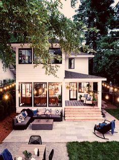 Front Yard Pictures From HGTV Urban Oasis 2019 backyardoasis Design Patio, Exterior Design, Dream Home Design, My Dream Home, Style At Home, Casas The Sims 4, Backyard Makeover, Dream House Exterior, House Goals