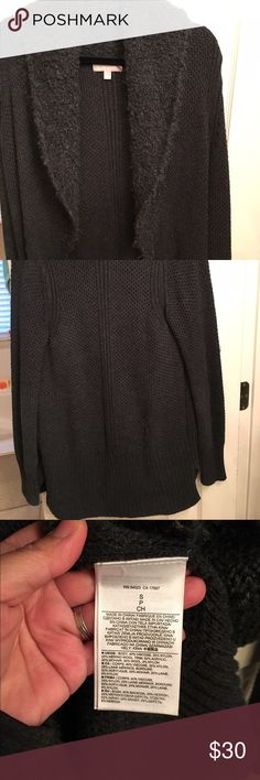 Banana Republic Wool Blend Open Cardigan Sweater This is a gorgeous sweater worn only a handful of times. Very substantial and can be worn almost as a jacket/coat. Beautiful charcoal gray will be a staple in your wardrobe. Banana Republic Sweaters Cardigans