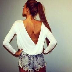 肩甲骨が美しい女性