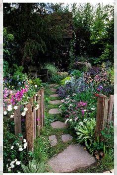 Florecillas campestres. Crear una pequeña flor es labor de siglos!
