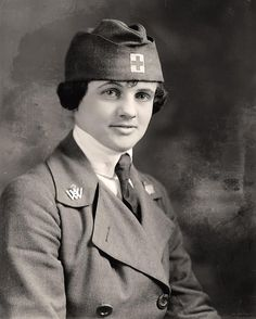 World War I Nurse Here for your enjoyment is an old image of World War I Nurse. It was taken between 1905 and 1945 by Harris & Ewing.   The image shows Gill, H.c., Mrs.