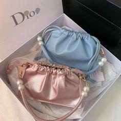 Louis Vuitton Designer, Michael Kors Designer, Outfit Designer, Luxury Purses, Luxury Bags, Mode Kpop, Accesorios Casual, Vintage Bags, Vintage Gucci Purse
