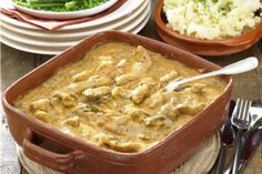 Recipes for pork stroganoff - Food fast recipes Pork Recipes, Chicken Recipes, Fast Recipes, Lidl, Christmas Morning, Cheeseburger Chowder, Macaroni And Cheese, Food And Drink, Menu