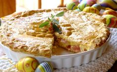BACON AND EGG PIE - Ideal for a Sunday brunch or perhaps a special Easter breakfast, this recipe is easy to prepare and packed with delicious flavour. Egg Recipes, Light Recipes, Fall Recipes, What's For Breakfast, Breakfast Recipes, Sausage Pie, Egg Pie, Yummy Treats, Yummy Food