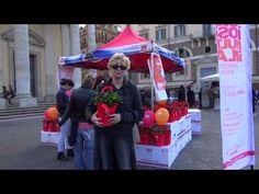 ▶ Enrica Bonaccorti in piazza per La Gardenia di AISM! - YouTube