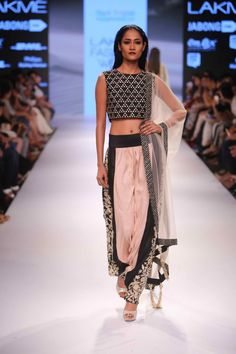 Lakmé Fashion Week – PAYAL SINGHAL AT LFW WF 2015
