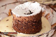 Torta morna de peras e chocolate, por Carla Pernambuco. http://www.bemsimples.com/br/receitas/80018-torta-morna-de-peras-e-chocolate