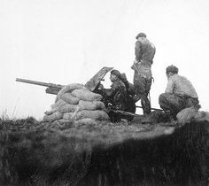 Spain - 1936-39. - GC - British anti-tank battery in...