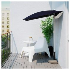 BRAMSÖN / FLISÖ Parasol with base, black. The space on balconies are often very limited, so we created a half parasol and base. Place them flat against the wall or balcony rail and relax in the comfort of the shade. Parasol Covers, Umbrella Cover, Black Umbrella, Pergola Designs, Patio Design, Balcony Shade, Jardin Decor, Trendy Home Decor, Windows