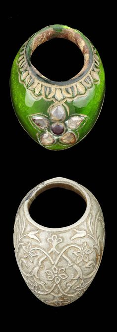 India | Archer's rings; silvered bronze and lacking silver gemset green glass | ca. 19th century | Est. 1'000 - 1'500£ ~ (June '15)