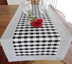 Table Runner And Placemats, Table Runner Pattern, Table Runners, Diy Home Crafts, Diy Home Decor, Diy Clothes Projects, House Quilt Patterns, Bath Table, Lace Runner