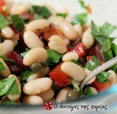 Eat to live White bean salad.This flaforful salad is great lunch to take to the office.Prepare in the night before and pack it in resealable plastic container.Be sure to pack the lettuce separately to keep in crisp.It is ready to go when you are! Salad Bar, Soup And Salad, Salad Recipes, Healthy Recipes, Cooking Recipes, Delicious Recipes, Bean Salad, White Beans, Charcuterie