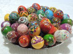 Charme e requinte nos detalhes de ovos pintados para a Páscoa por Heda Seffrin. Fotografia:Simone Seffrin