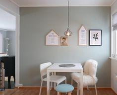 Bilderesultat for minty breeze Breeze, Office Desk, Furniture, Home Decor, Google, Beige Kitchen, Lily, Wall Paint Colors