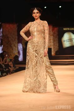 Aditi Rao Hydari seen walking the ramp for famous designer Neeta Lulla at a fashion event in Mumbai. #Bollywood #Fashion #Style #Beauty
