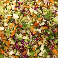 Crunchy Detox Salad with Cauliflower Broccoli Red Cabbage Carrots Fresh Parsley Celery Stalks Almonds Sunflower Seeds Raisins Olive Oil Lemon Juice Fresh Ginger Clover Honey Sea Salt. Whole Foods Market, Whole Food Recipes, Cooking Recipes, Healthy Recipes, Detox Recipes, Veggie Recipes, Detox Salad, Detox Soup, Cleanse Detox