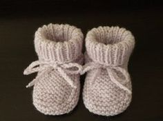 Parmesan Hausschuhe Monate von Mes-tricots-et-tips Parma Baby Hausschuhe, … - STRiCKEN Baby Knitting Patterns, Baby Patterns, Free Knitting, Crochet Shoes, Crochet Slippers, Tricot Baby, Kids Slippers, Baby Sneakers, Crochet Baby Booties