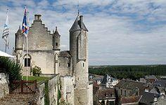 Façade des logis royaux du château de Loches.
