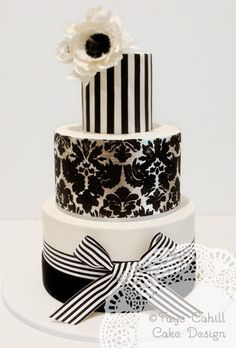 Bold Patterned Black & White Cake Photo