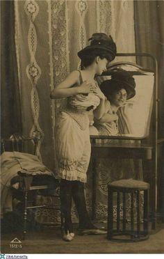 1900s Women Figure, Victorian Women, Old Photos, Vintage Photos, Erotic Art, Grey And White, Vibrant, History, Retro