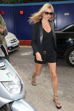 Kate Moss blazer with shorts - Kate Moss: Street style lessons from the queen of cool Kate Moss, Gossip Girl Blair, Moss Fashion, Cool Outfits, Fashion Outfits, Just Style, Evening Outfits, All Black Outfit, Mode Style
