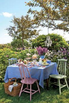 Pastel floral napkins, seating, bright tablecloth,vintage tea set and beautiful flowers inspire this outdoor Tea Party Table. Garden Parties, Outdoor Tea Parties, Party Garden, Garden Wedding, Outdoor Entertaining, Jardin Style Shabby Chic, Shabby Chic Garden, Lila Party, Decoration Evenementielle