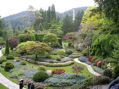 Butchart Gardens, Victoria, B. The Butchart Gardens at Todd Inlet, which lie around 14 miles from Victoria B., covers more than 55 acres of the 130 acre Butchart Estate. Most Beautiful Gardens, Amazing Gardens, Beautiful Places, Landscape Design, Garden Design, Buchart Gardens, National Botanical Gardens, Parks, Gardens Of The World