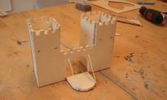 Figuurzaagproject: Kasteel met ophaalbrug (jongen van 5jaar)