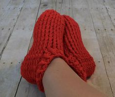 These look squishy soft! Ravelry: Adult Chunky Slippers pattern by Crochet by Jennifer