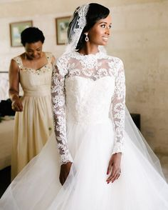 I'm a bit obsessed with this #destinationwedding in #Barbados. Love the #bride's choice of a #traditional romantic #weddinggown. 📷@lifephotographybyaniya and planned by @shalanawatermandesigns. #brides #motherofthebride #weddinggowns #weddingdresses #weddings