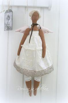 Roosaa ja valkeaa: Angels All Things, Cool Photos, Crafting, Dolls, Friends, Amazing, Holiday, Handmade, Xmas