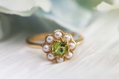 9K gold and natural peridot daisy ring / flower ring / vintage gold ring / peidot ring / vintage engagement ring / art deco ring by PapierDeLapin on Etsy